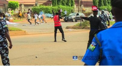 Policeman Shoot Teargas At June 12 Protesters In Abuja