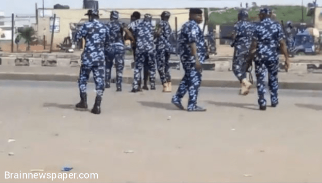 Police Officers fires teargas as protesters goes wild
