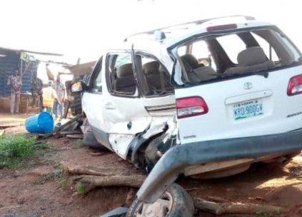 2 Dead, 7 Injured As Car Rams Into Roadside Passengers In Lagos-Abeokuta Highway