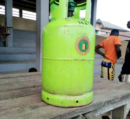 See Photos As Suspected Notorious Criminal Is Beaten To Pulp For Stealing Gas Cylinder In Bayelsa