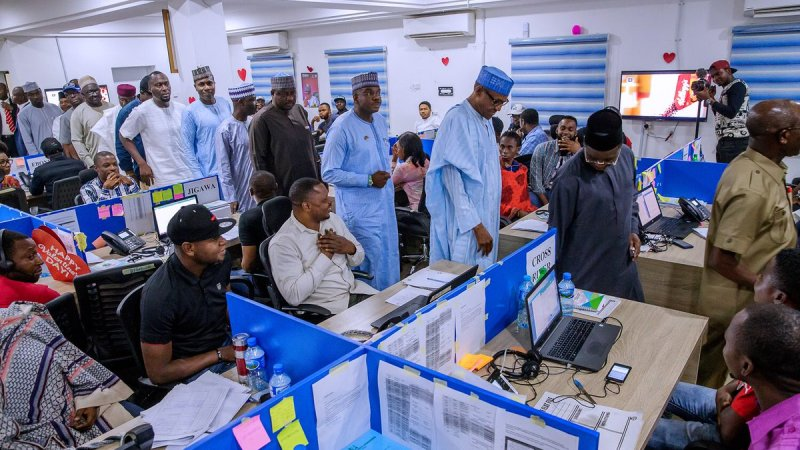 #NigeriaDecides2019 - Buhari Visits APC Situation Room In Abuja