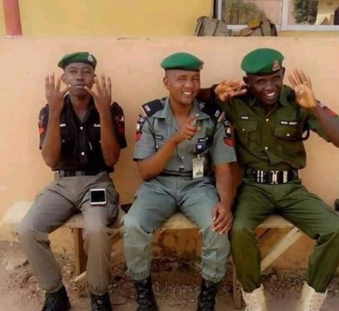 Police Officers Caught Doing President Buhari's 4+4 Sign, As IG Orders Investigation