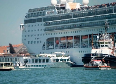 Five Injured As Huge Cruise Ship Crashes Into Tourist Boat