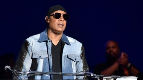 Stevie Wonder Tells Fans He's Going On A Break To Have Kidney Transplant