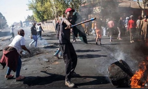 Armed South African Protesters Hit Streets, Ask Foreigners To Leave