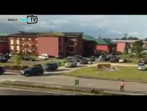 Cross River Governor, Ben Ayade Now A UNICAL Student, Storms School In His Convoy