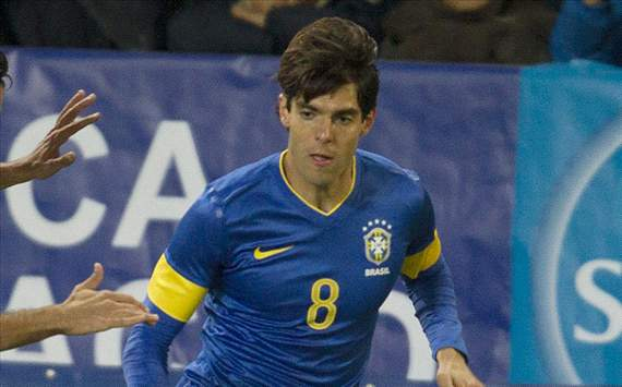 Female Referee Gives Kaka Yellow Card Before Taking Selfie With Him