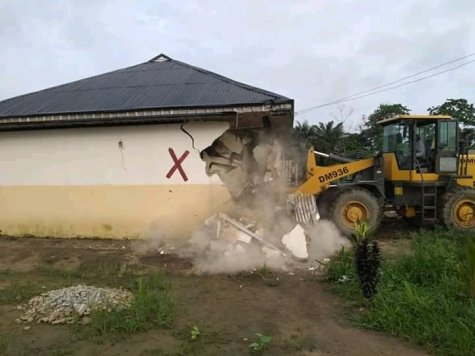Building Belonging To A Suspected Kidnapper Demolished By Cross River Govt At CRUTECH Quarters