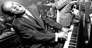 "11 Piano Lessons in 9 Minutes from Iconic Jazz Pianist Earl ""Fatha"" Hines"