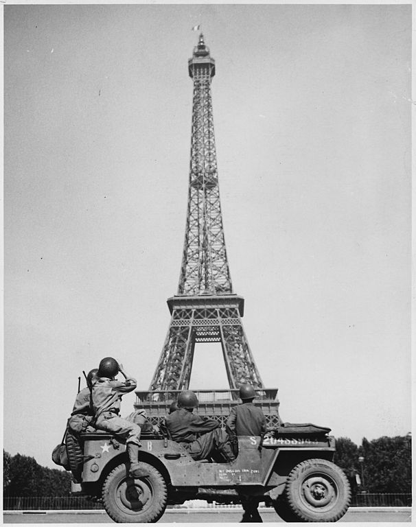 August, 1944: American soldiers watch as the Tricolor flies from the Eiffel Tower again. (Image: National Archives), via Brain Pickings
