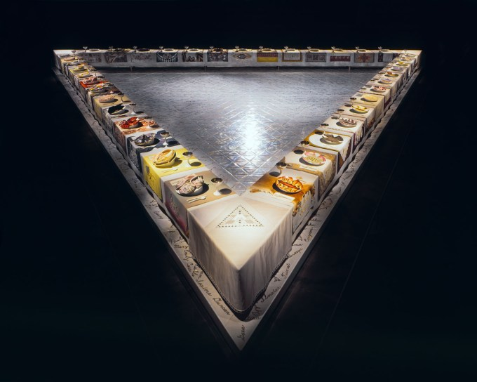 Table overview (Judy Chicago, The Dinner Party, 1979, Brooklyn Museum)