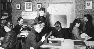 The Glass Universe: How Harvard's Unsung Women Astronomers Revolutionized Our Understanding of the Cosmos Decades Before Women Could Vote
