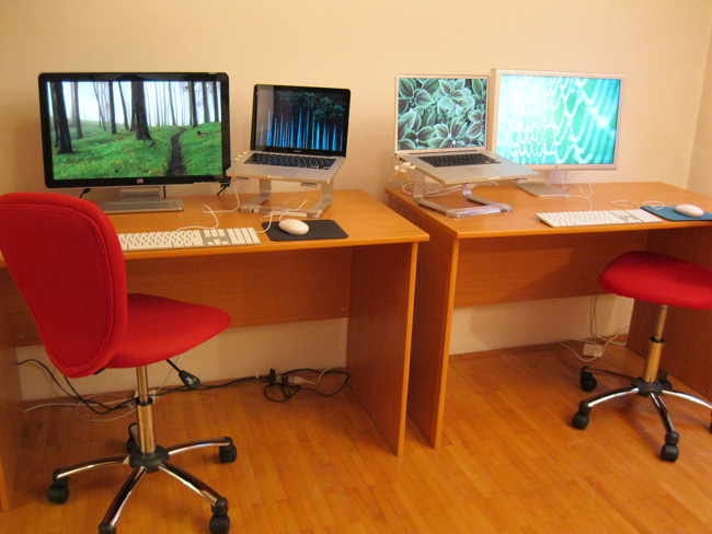 My first office in Sarajevo minutes after the large monitors were delivered by the postal service. Simple but functional.