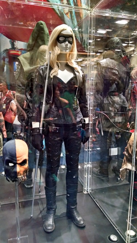 [image: sarah lance's canary costume from arrow]