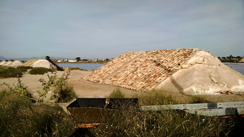 [image: pile of salt covered with clay tiles]