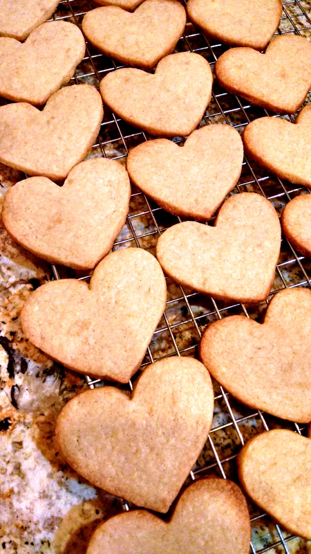 [image: heart-shaped cardamom butter cookies]