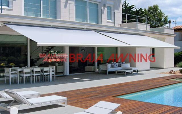 awning gulung - retractable awning - kolam-renang