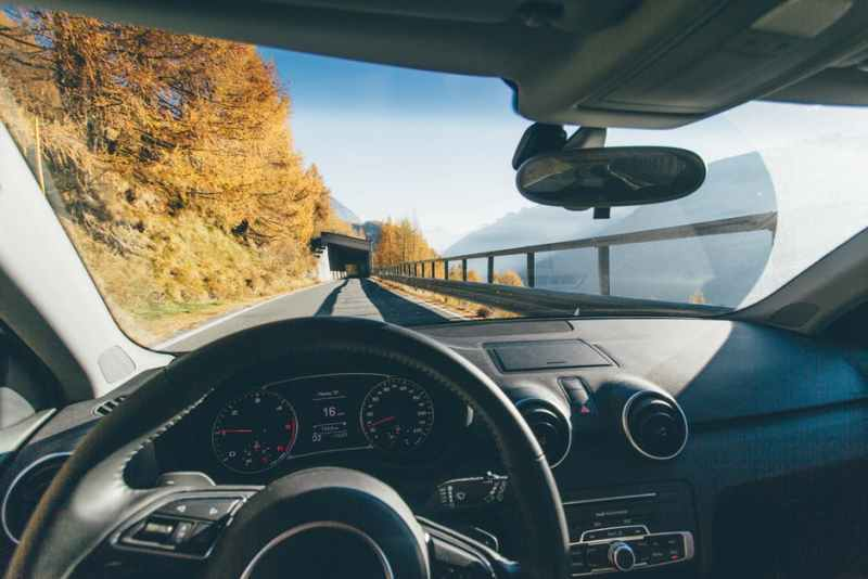 windshield-cracks-car-owners-need-to-know