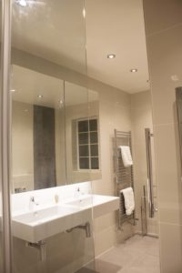 accessible bathroom, accessible house, solutions to make an accessible home