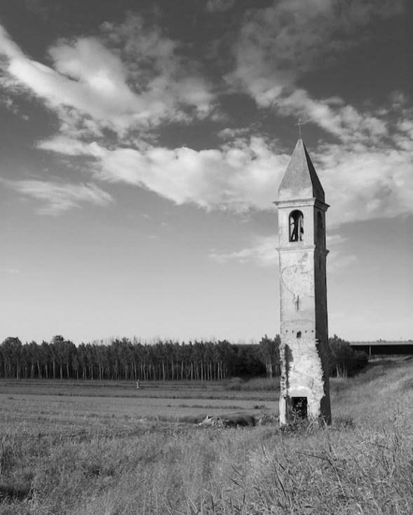 Resti della torre campanaria di Rivà