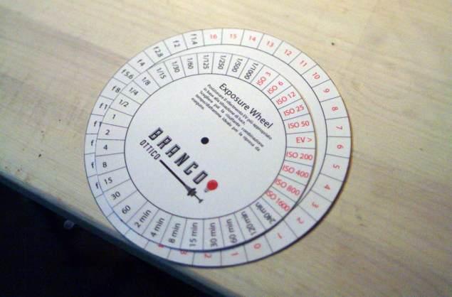 L'esposimetro cartaceo del BRANCO OTTICO