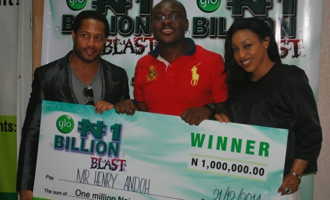 A winner in the Glo N1 Billion SIM registration promo, Henry Andoh, collecting his N1 million cheque from Glo ambassadors, Mike Ezuruonye and Rita Dominic at a presentation ceremony held recently in Lagos