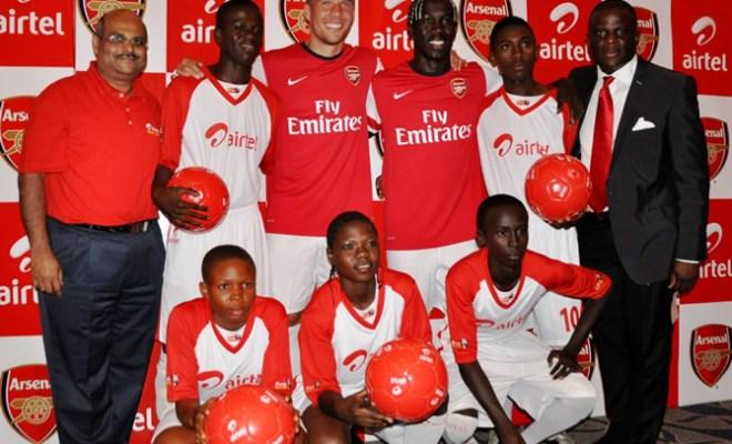 Arsenal stars Per Mertesacker and Bacary Sagna with Airtel COO Deepak Srivastava CMO Olu Akanmu and Airtel Rising Stars players