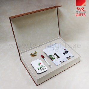 UAE National Day Gift Set, Custom Corporate Gifts, National Day Giveaway Gifts , Promotional Gift Items, Dubai, Abu Dhabi Supplier, www.brandsgifts.ae