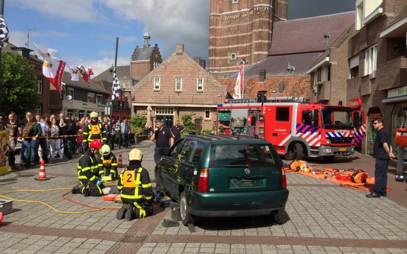 Brandweer geeft demonstraties op Neewieert on Wiels