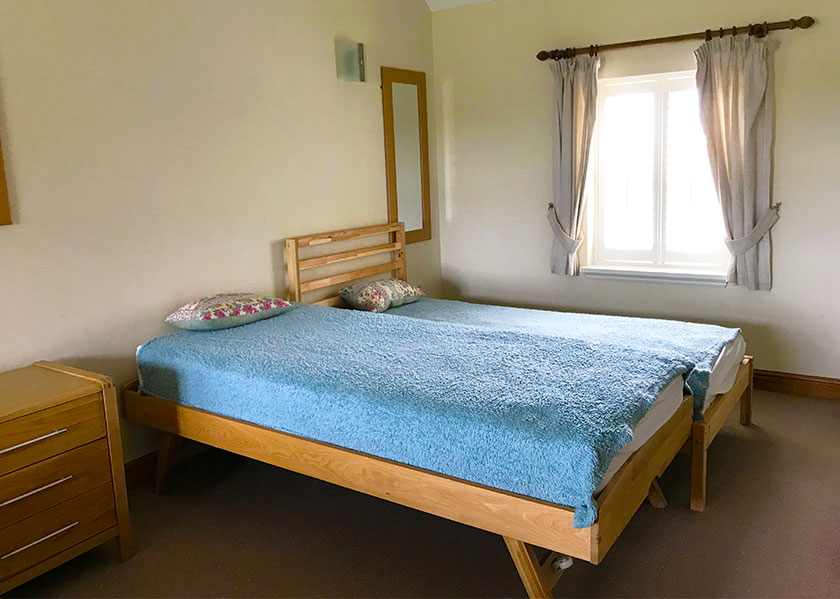 15-brankley-cottage-double bedroom-with-single-beds