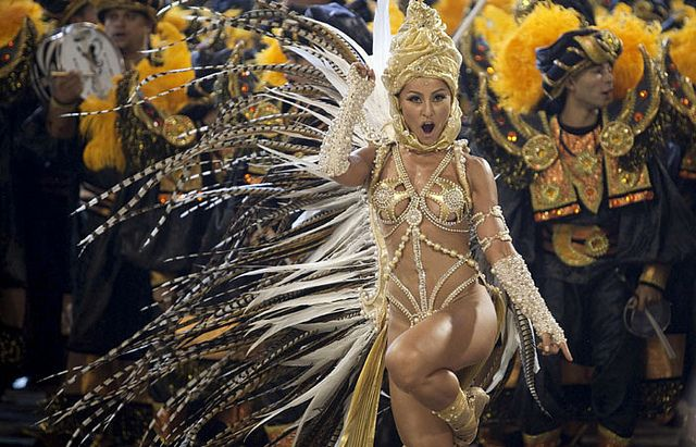 Sabrina Sato baila en el Carnaval.