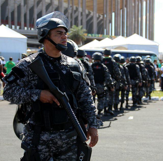 Despliegue policial frente al estadio Mané Garrincha de Brasilia durante la Copa Confederaciones. Foto: André Gustavo Stumpf