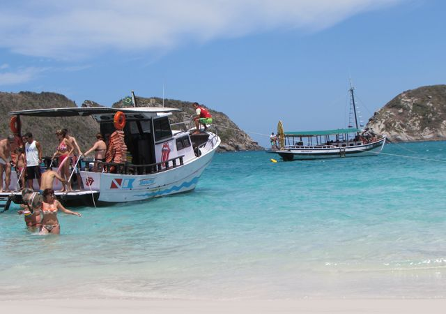 Barcos en la Praia do Forno de Arraial do Cabo. Foto: Virtudes Sánchez