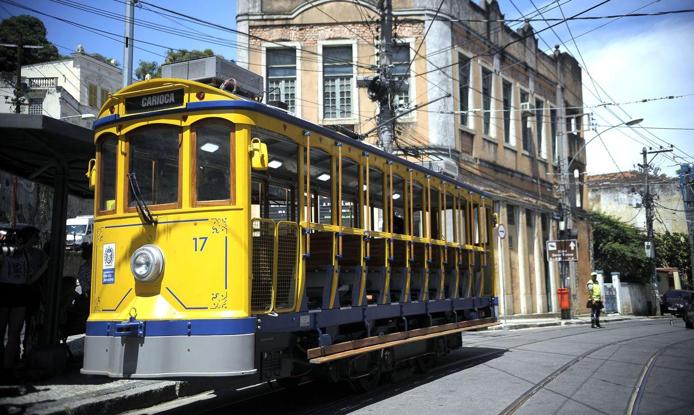 Bonde de Santa Teresa volta a funcionar no Rio de Janeiro