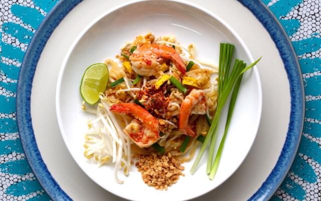 Video recipe pad thai prawns thai cooking class brasswok vdo recipe pad thai noodles with prawns forumfinder Image collections