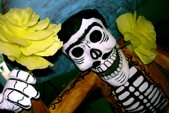 dia-de-los-muertos-skeleton_with_marigolds