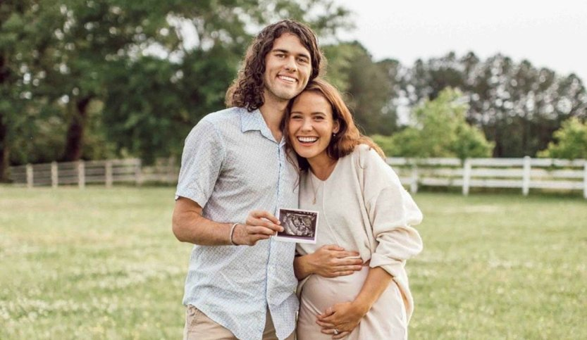John Luke and Mary Kate Robertson are Expecting a Baby! (Video)
