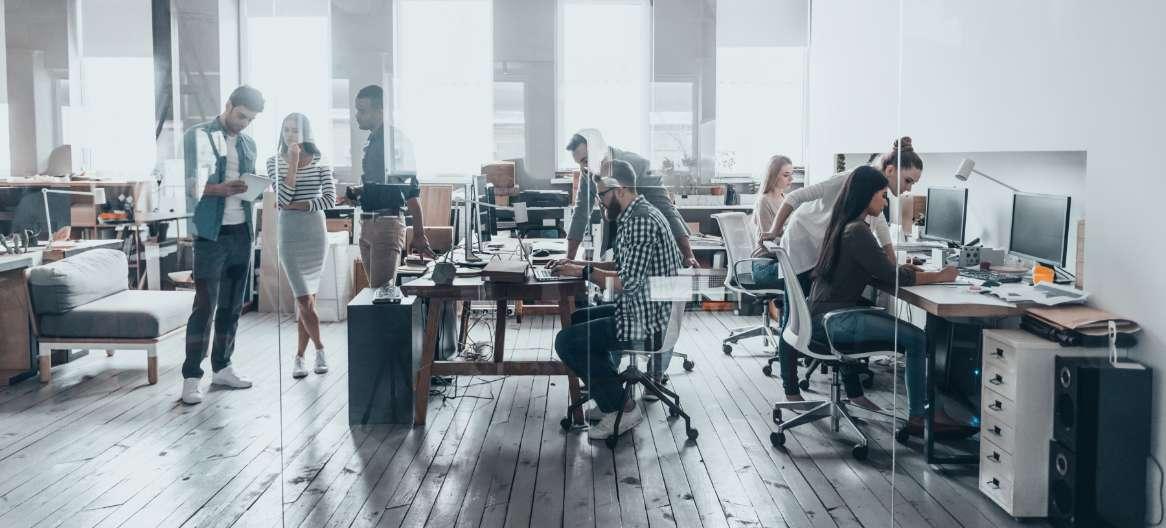 企業の成長に必要な人材獲得には、他社と異なる戦略が必要です。採用ブランディングで、ミスマッチをなくし応募者アップに貢献します。