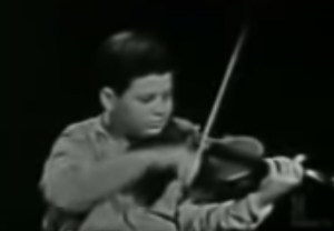 Violinist Itzhak Perman at 13 years old img