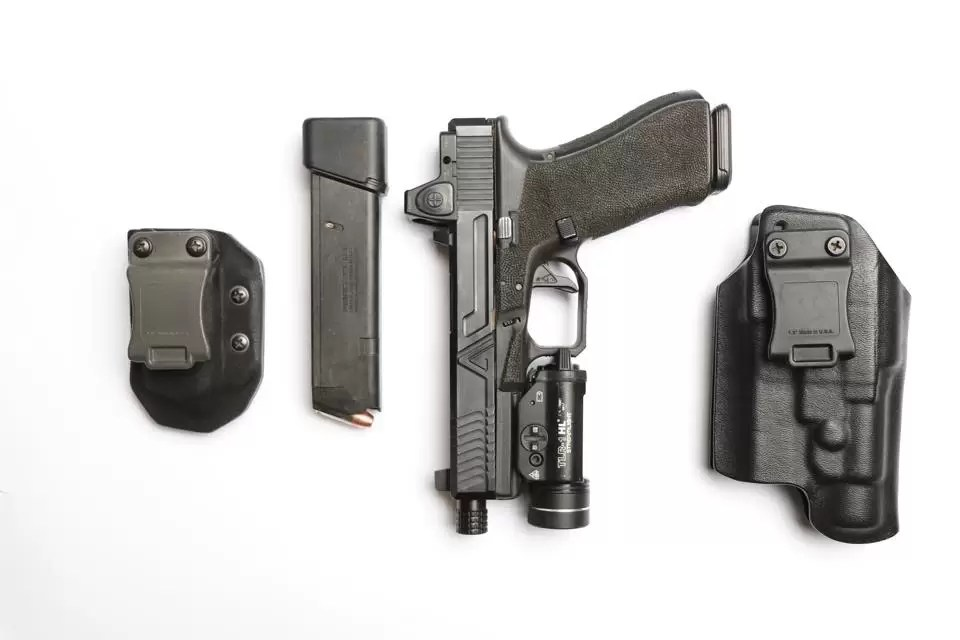 Aaron Cowan - a study on red dot sights for pistols