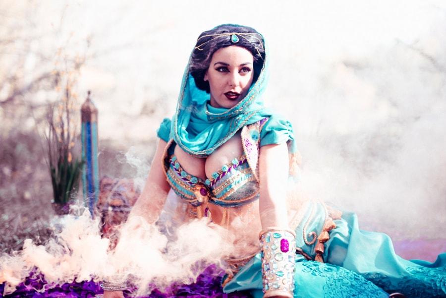 Sexy cosplay Jasmine by Lisa Lou Who