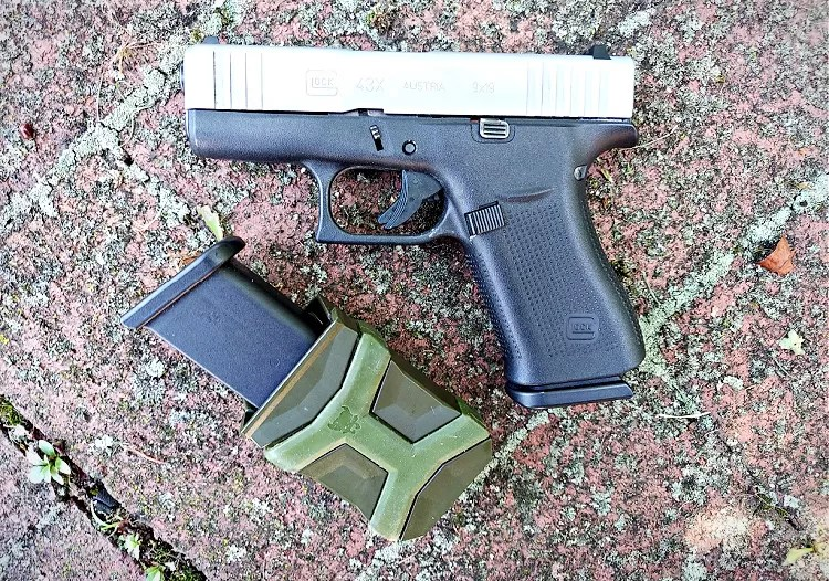 Pitbull tactical universal mag carrier with  Glock 43X.