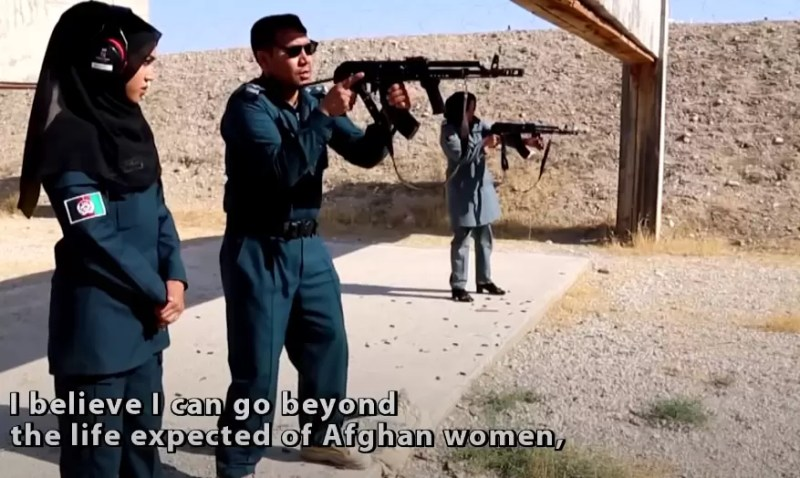 female-Afghan-police-firearm-training