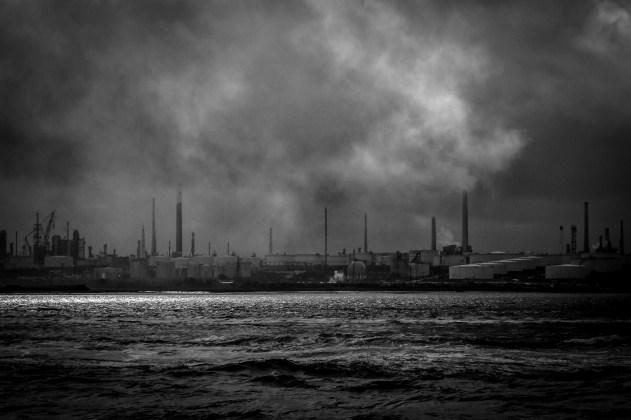 Smoke, No Mirrors - Reprise, Black and White