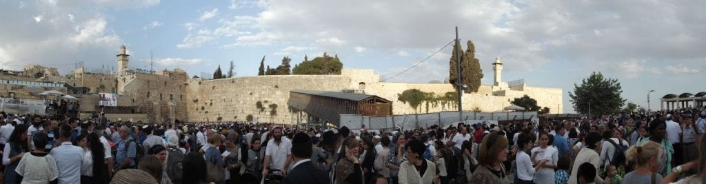 Thousands gather at the Western Wall to take part in Hakhel. (Photo: Adam Eliyahu Berkowitz/ Breaking Israel News)