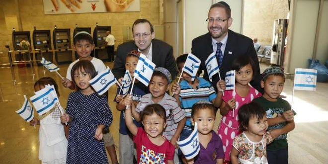 MK Rabbi Dov Lipman and Israel Retruns Founder Michael Freund at Ben Gurion Airport together with the Bnei Menashe children who made Aliyah in 2014. (Photo: Nir Kafri)