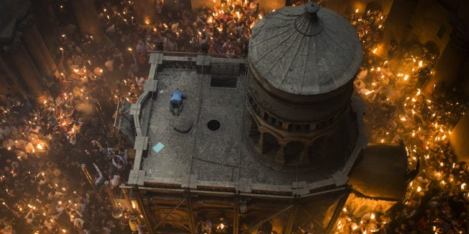 Thousands of Orthodox Christian worshipers take part in the Holy Fire ceremony at the Church of the Holy Sepulchre, traditionally believed to be the burial site of Jesus Christ, in Jerusalem's Old City during the Easter holiday. April 30, 2016. (Hadas Parush)