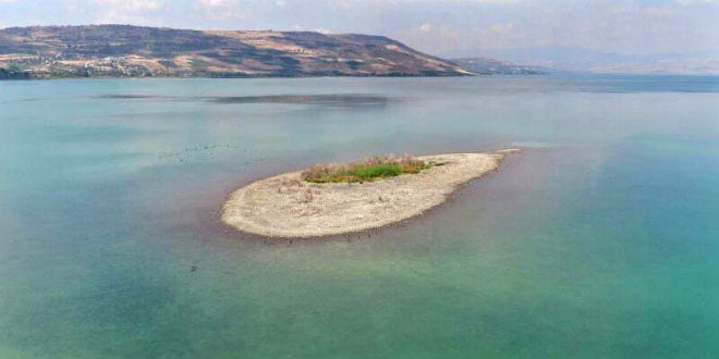 Dry land has appeared in the Sea of Galilee, September 2016. (Aerial photo courtesy of Rahaf)