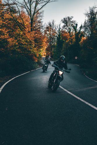 Biker in der Kurve