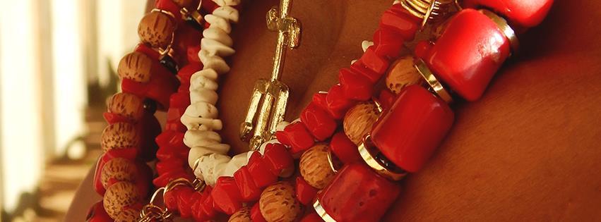 Um dos colares vendidos por Sté (Foto: Facebook)
